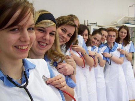 800px-Nursing_students