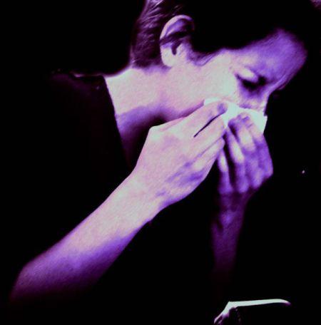 591px-Woman_sneezing